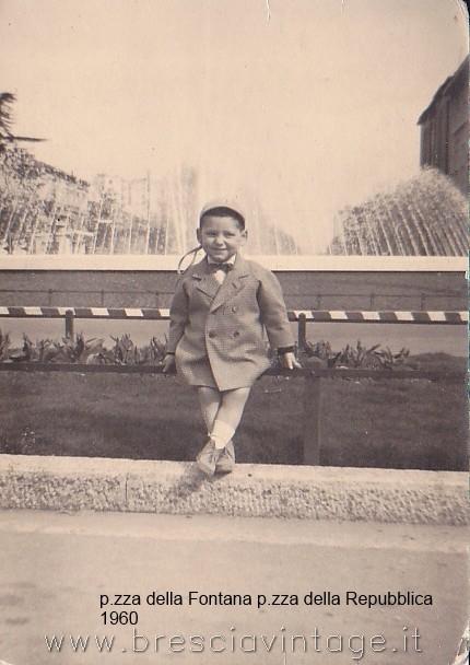 Io in Piazza della Fontana o Piazza della Repubblica - Brescia 1960