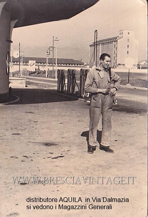 Da: Poma Claudio; Titolo: Via Dalmazia Magazzini Generali; Fonte: Poma; Anno: 1952; Mio papà al distributore AQUILA in Via Dalmazia dove ora c'è la rotonda di Media World.