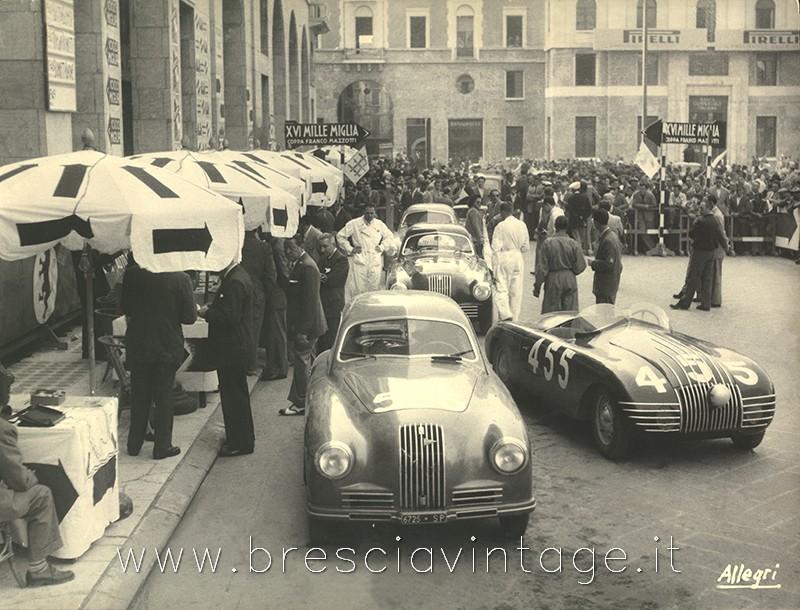 Punzonatura in Piazza Vittoria - Mille Miglia