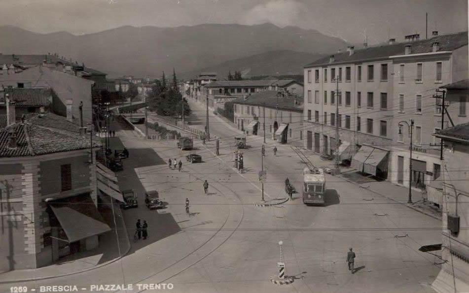 Filobus in piazzale Trento