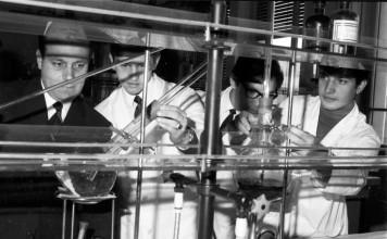 Il laboratorio di Chimica nella nuova sede ITIS 1964 (dal volume Dalla Moretto all'ITIS Castelli)