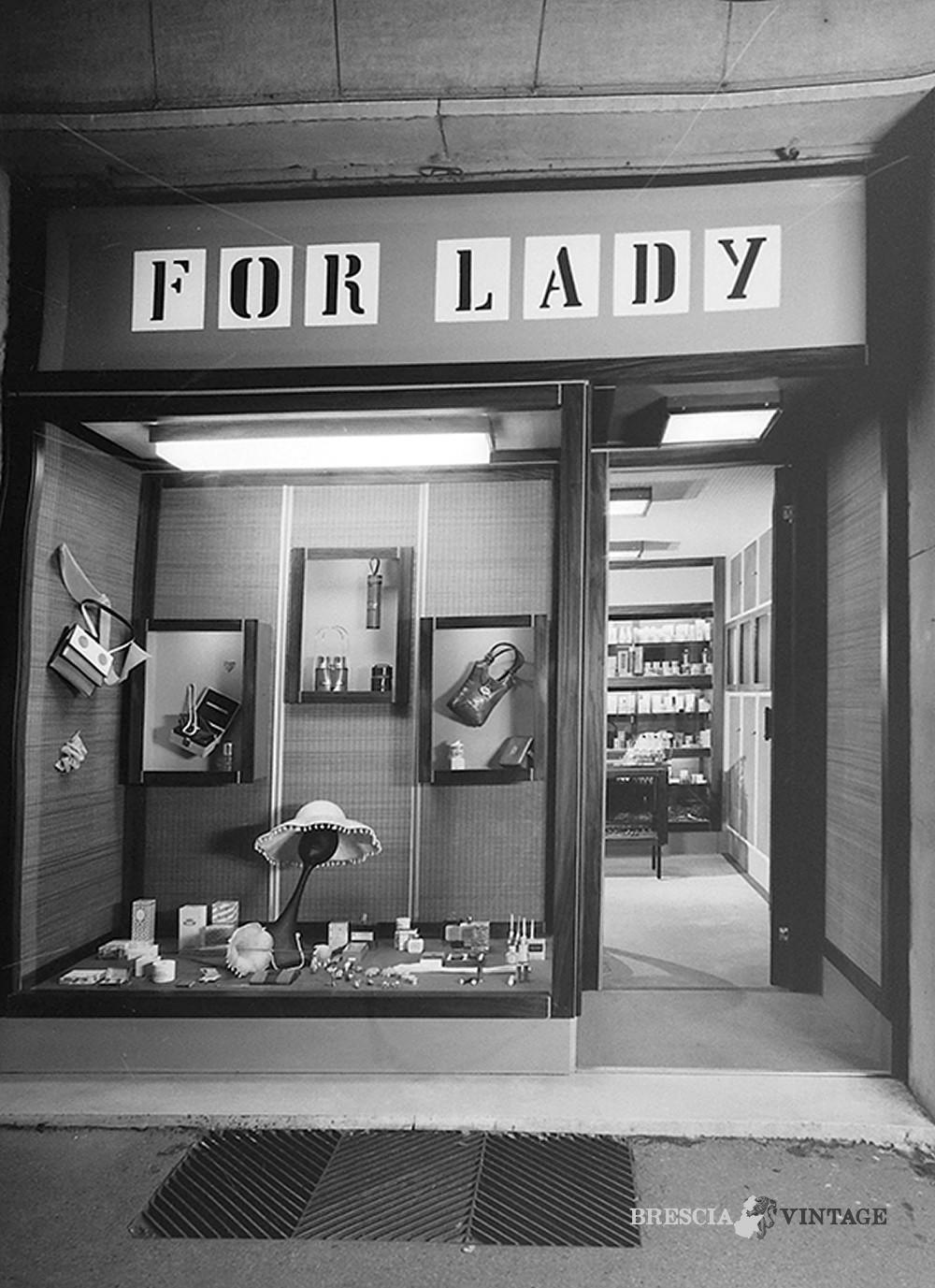 """Arredamento Anni 60 Foto negozio """"for lady"""" - via dante - anni 60"""