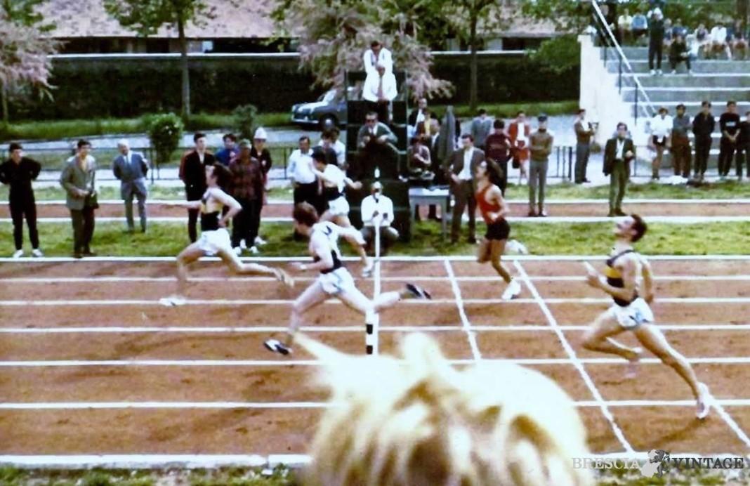 Campo Morosini anni 70 arrivo dei 100 m campionati studenteschi