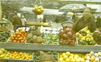 banco di frutta in piazza Rovetta a Brescia