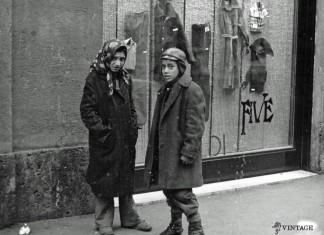 """""""Ricchezza e povertà"""" - Via Gramsci - 1975"""