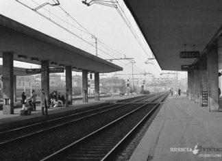 """""""Pendolari in attesa"""" - Stazione di Brescia - 1976"""