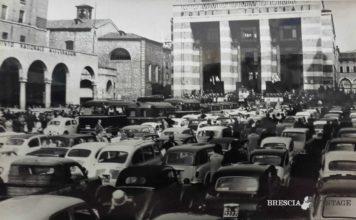 Benedizione in piazza Vittoria a Brescia
