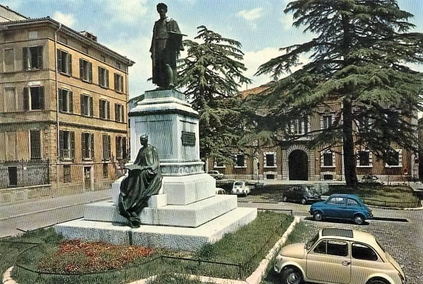 Piazza Moretto e la Fiat 500