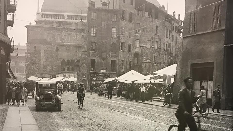 Prima di piazza Rovetta anni 20