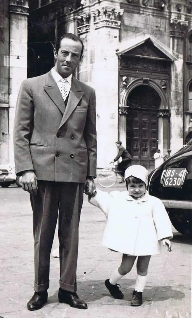 In piazza Loggia con papà anni 60