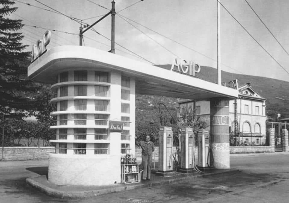 Distributore Agip ,angolo Viale Venezia Via Benacense anni 70