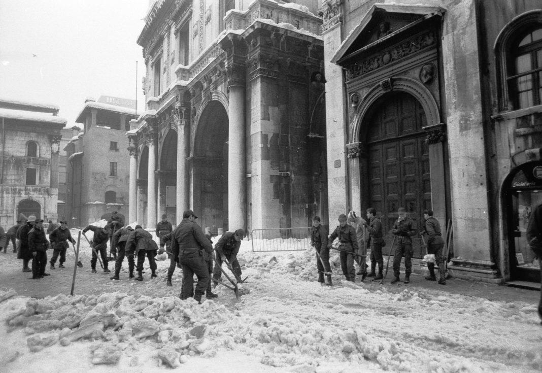 Grande nevicata 1985 in piazza Loggia